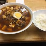 麻婆豆腐麺と小ライス。