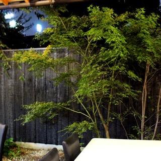 情緒あふれる和風の中庭があるイタリアンレストラン