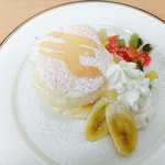 58128193 - フルーツクリームパンケーキ