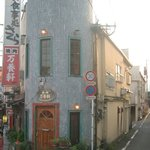 Yakinikumanyouken - 階段を上がり2階が店舗です。