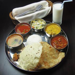 南インドの定食「ミールス」をお楽しみ下さい!