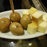58132035 - 燻製チーズと燻製うずら玉子