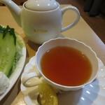 泉 - 紅茶はポットサービスでした♪
