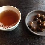 そば処山久 - お茶と「むかご」サービス