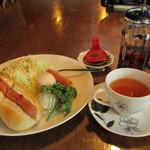 モーリス ガレージ - 料理写真:ホットドッグ&ゆで卵 モーニングセット(紅茶) 450円 (2016.10)
