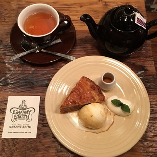 GRANNY SMITH  APPLE PIE & COFFEE 青山店 - フレンチダマンドとダージリンティー