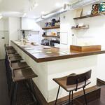 低糖質食専門店 ローカーボキッチン 然 - ランチタイムカウンターは10席