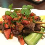 ANGKASA - 柔らかい牛肉のサテ。