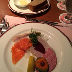58137512 - 前菜とロシアパン