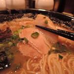 58139585 - 豚バラチャーシューは、トロトロのやわらかさ。                       味は大人しい素直な肉味