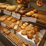 CALVA - ハード系のパンも豊富です♪