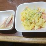 立ち呑み そらや - モツ煮セットの小鉢(マカロニサラダ、ミョウガ) ※2人分