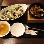 広東炒飯店 - レギュラーセット(鶏肉と茄子の甜麺醤風味炒飯+ボリュームシーザーサラダ)