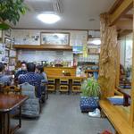 やきかつ太郎 - 清潔な店内です。
