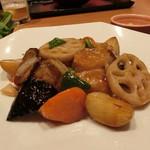大戸屋 - レンコン、じゃがいも、人参、真鱈が照りのある餡でくるまれ美味しそう