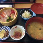 ぎょれん丸 - 2016年の海鮮丼定食