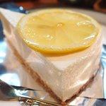 58150208 - ケーキセット 750円 の自家製レアチーズケーキ