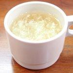 キッチンセブン街のハンバーグ屋さん - デミたまハンバーグ定食(200g) 590円 の玉子スープ