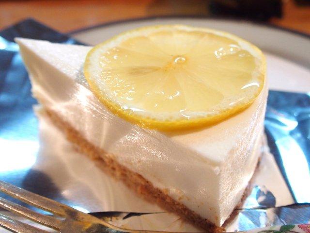 西琲亜 - ケーキセット 750円 の自家製レアチーズケーキ