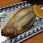 千歳 - 柳鰈の一夜干し。小ぶりだからこそ、旨味が強く美味な一品です。