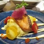 鮮魚菜彩 ゆうや - サーモンポテサラ焼