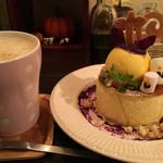 58154696 - 幻のホットケーキハロウィン、黒糖コーヒー牛乳