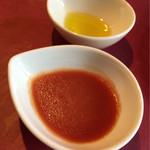 58155037 - 焼きとんかつのソースは2種類。                       手前のトマトジンシャーソースが美味♡