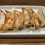 らーめん鱗 西中島店 - 焼き加減&味も見事                             餃子