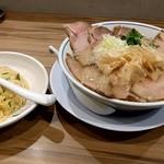 らーめん鱗 西中島店 - チャーシュー麺Aセット