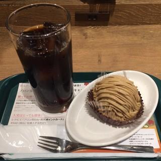 プロント アトレ浦和店 - アイスコーヒーと濃厚モンブラン。 セットで税込580円。 うまし。