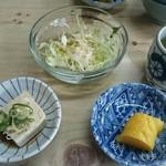 久内釜めし店 - サラダ、小鉢、漬物付