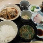 恵比寿 笹岡 - 週替わりランチ(羅臼産カレイの煮付けと小刺身)