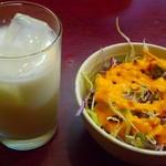 ミラン - セットのサラダとラッシー