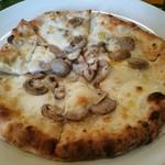 58166326 - 2016.10月 メインのピザ、こちらはサルシッチャとマッシュルームのピザ。