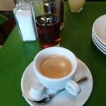 58166332 - コーヒーとグレープフルーツジュースは選べるランチセットドリンク。グラスのハーブティーは最初にお水の代わりに出してくれます。