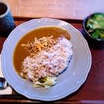 日本のお酒と馬肉料理 うまえびす - 馬肉燻製カレー (十六穀米)