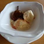 ザ・サンセット バー&ラウンジ - 料理写真:フルーツフランベ ヴァニラアイスクリーム(1836円