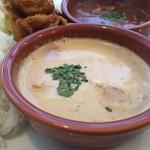 マンドリルカレー - 日替わりカレーは、タイ風ココナッツミルクのカレー、厚揚げ、トマトがごろんと♪