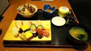 HERO海 熊本駅店 - 寿司定食(1580円)