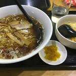 三吉 - レディースセットの半らーめんと、半炒飯