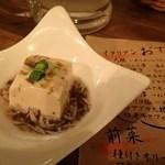 """58172927 - 通しのおでん(絹豆腐):""""温み豆腐""""なイメージ.出汁の沁みより雑魚と海苔の水晶餡で喰わせます(^^) @2016/10/29"""