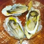 パッパーレナポリ - 生牡蠣 食べ比べ♥ (  ´∀`)σ)∀`)