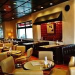 58175148 - ノスタルジック(懐古的)な雰囲気の1階は カフェ・パーラー~♪(^o^)丿