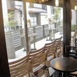 HATSUNEYA GARDEN CAFE - 内観=窓側