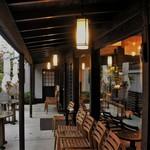 HATSUNEYA GARDEN CAFE - 雨の日のオープンテラス