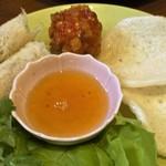 ウィンズ - ランチ前菜の揚げ物盛り合わせ=揚げ春巻(チャーゾー)+海老団子