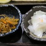 地蔵 - お漬物&今日の小鉢=きんぴらごぼう