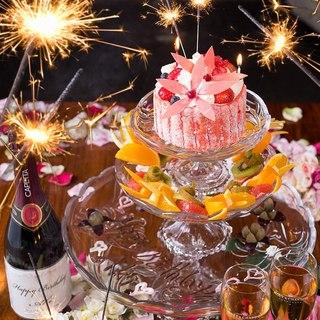記念日ケーキやネーム入りボトル、フォトケーキや花束も用意OK