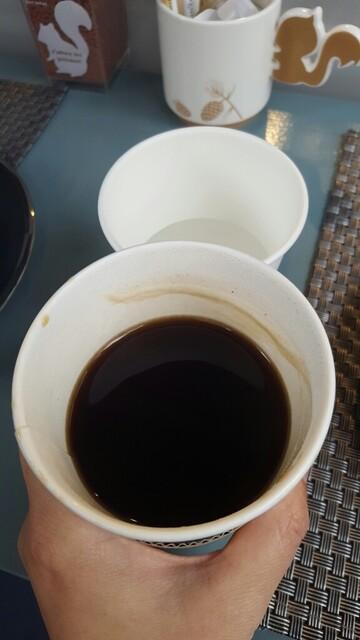 パティスリー カカオエット・パリ - 飲みかけのホットコーヒー