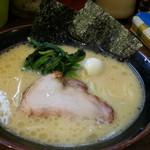 大岡家 - ラーメン並690円を麺の硬さ、味の濃さ、脂の量全て普通で